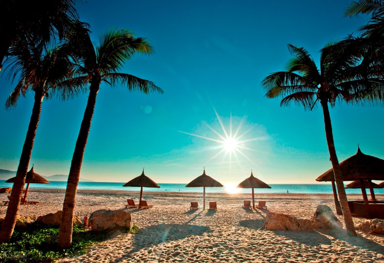 Bãi biển Nha Trang ngày nắng đẹp