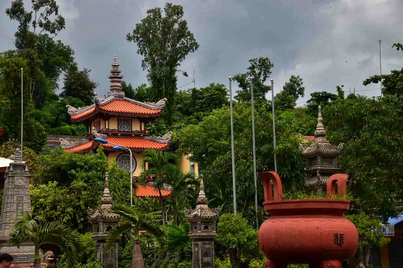 Cảnh đẹp chùa Long Sơn Nha Trang