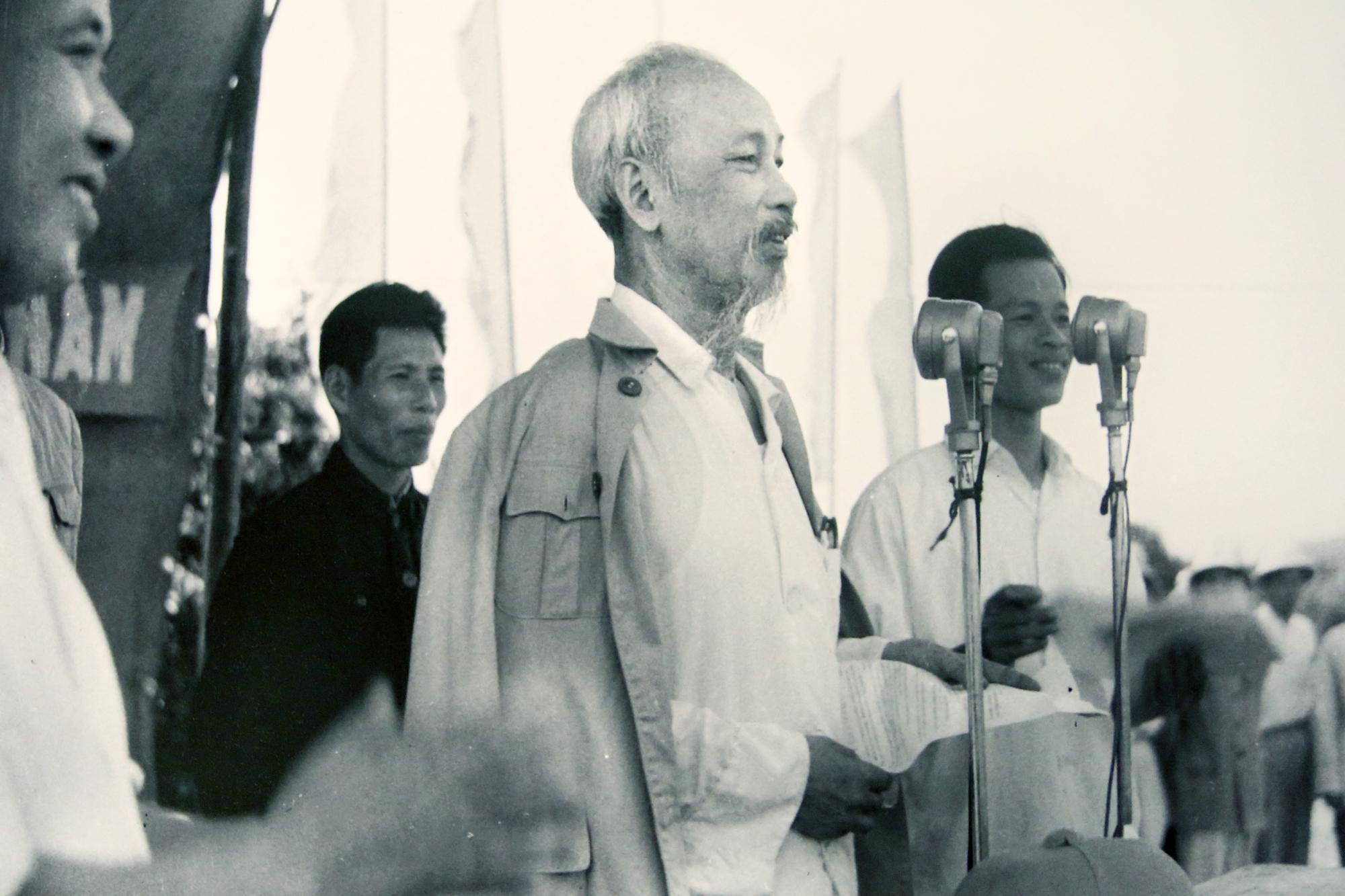 Bác Hồ đọc tuyên ngôn độc lập