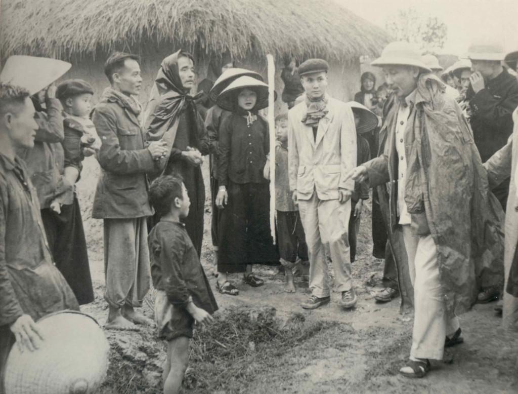 Bác Hồ với nhân dân