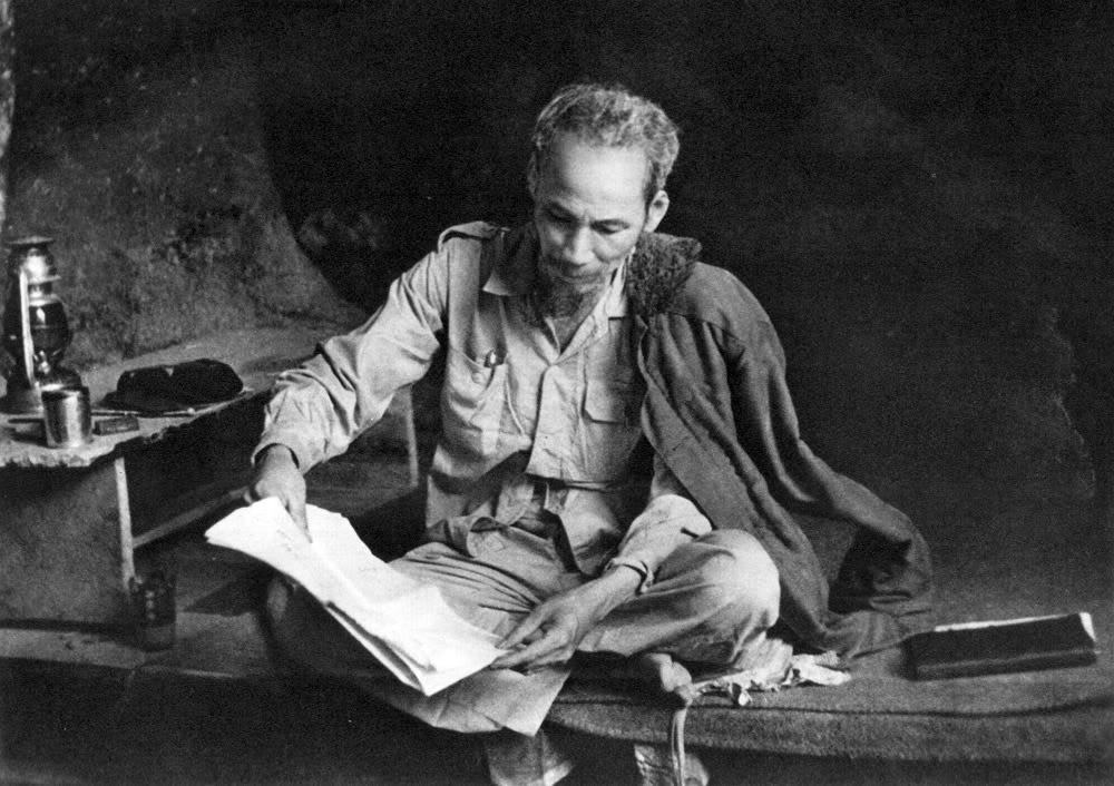 Hình ảnh Chủ Tịch Hồ Chí Minh