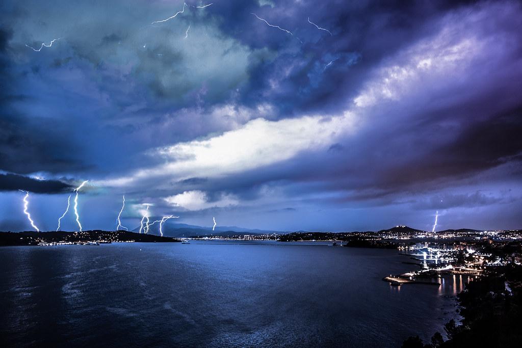 Hình ảnh cơn giông bão và sấm sét đẹp