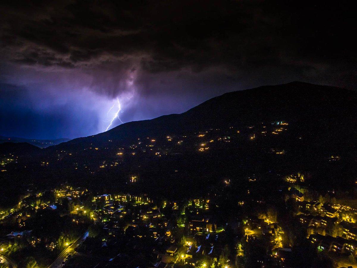 Hình ảnh sấm sét trên bầu trời đêm đẹp