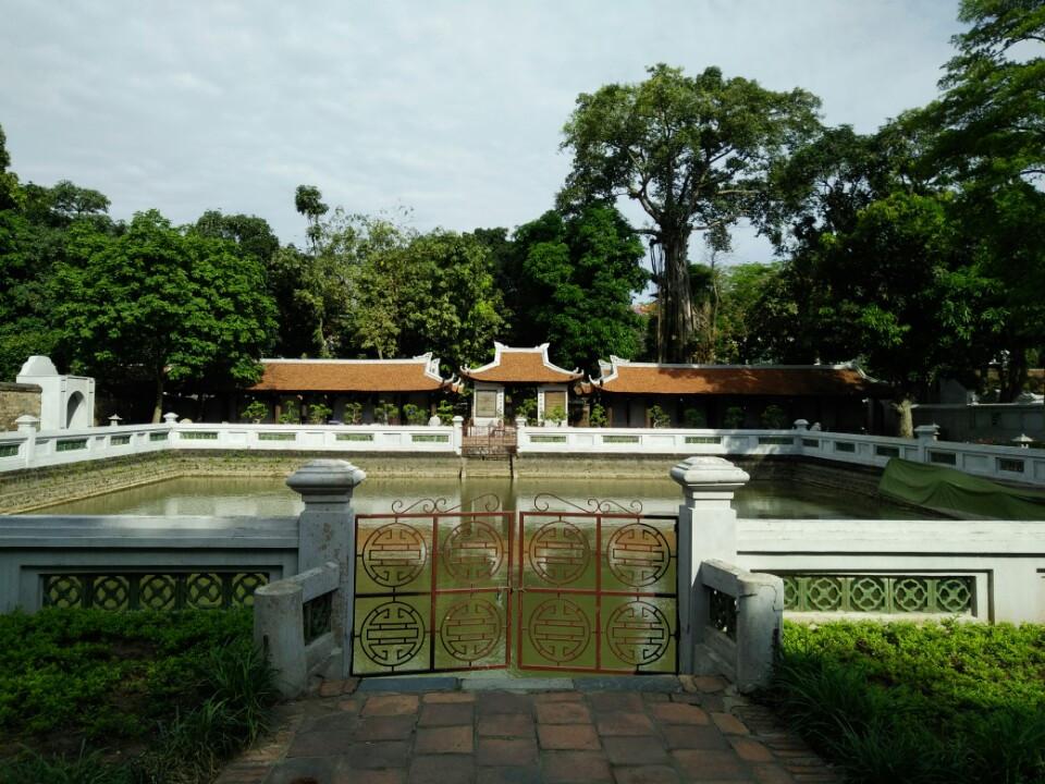 Hồ nước xanh Văn Miếu