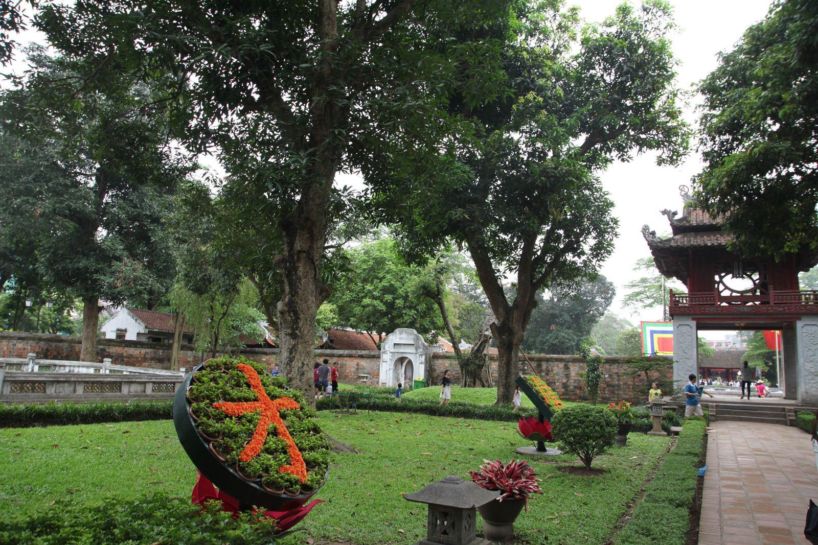 Vườn cây Văn Miếu Quốc Tử Giám