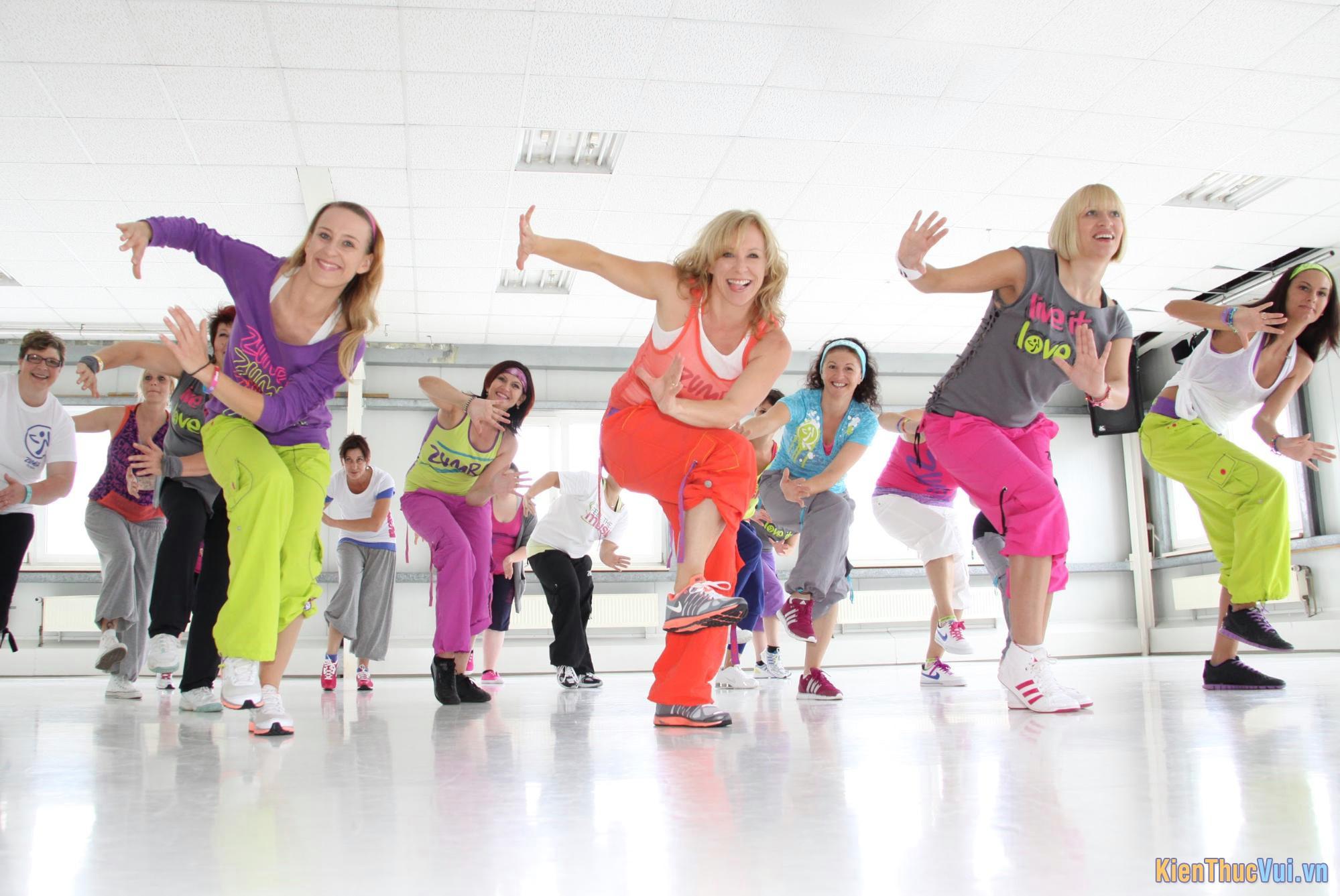 Khi nhảy Zoomba bạn nên mặc đồ thoải mái co giãn
