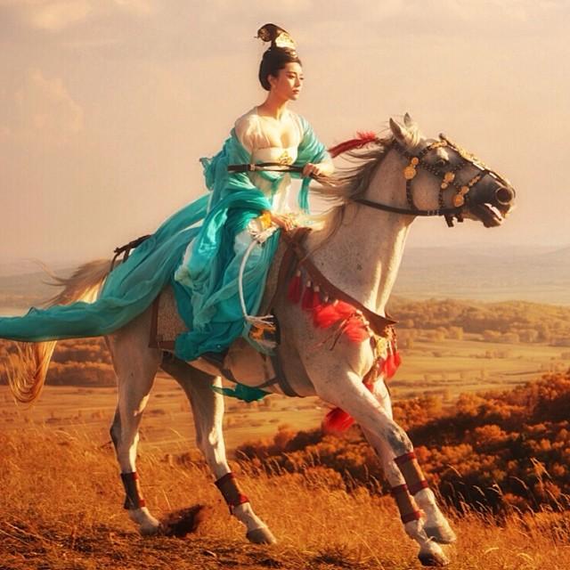 Ảnh đẹp Phạm Băng Băng cưỡi ngựa