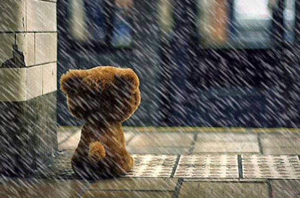 Ảnh mưa buồn chờ đợi