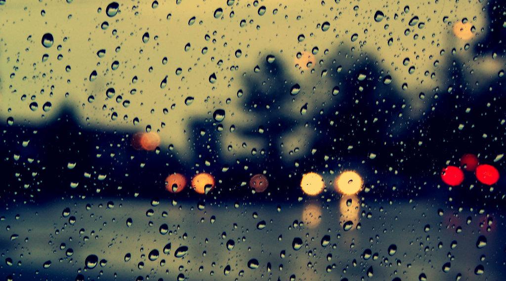 Hình ảnh cơn mưa đẹp mà buồn