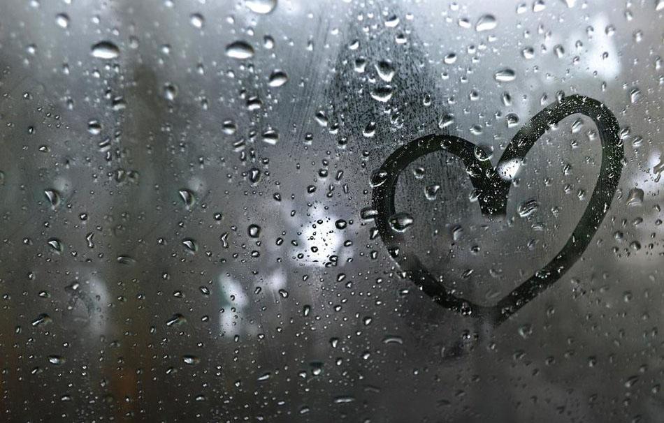 Hình ảnh cơn mưa tình yêu buồn