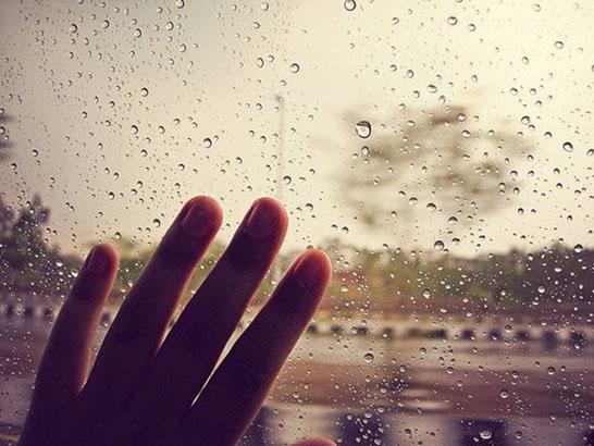 Hình ảnh đẹp cơn mưa ngoài cửa sổ