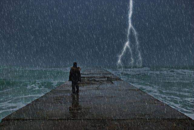 Hình ảnh mưa bão buồn