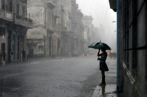 Hình ảnh mưa buồn nhớ người yêu