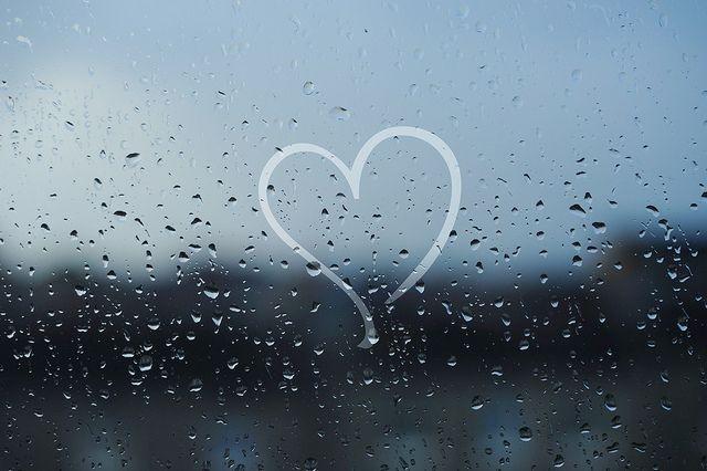Hình ảnh mưa tình yêu buồn