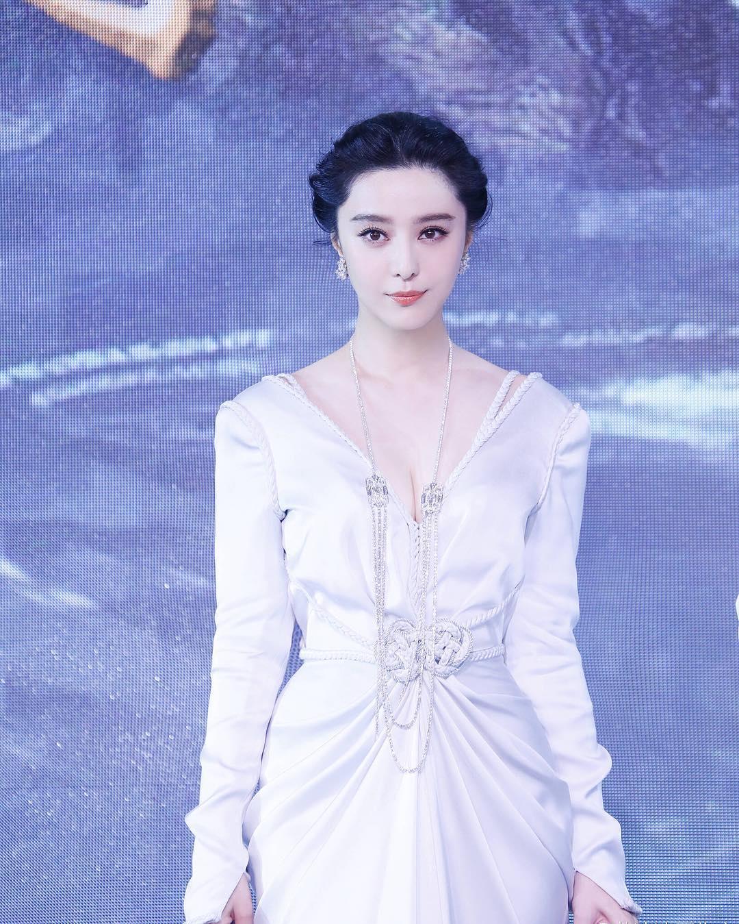 Hình ảnh Phạm Băng Băng diễn thời trang