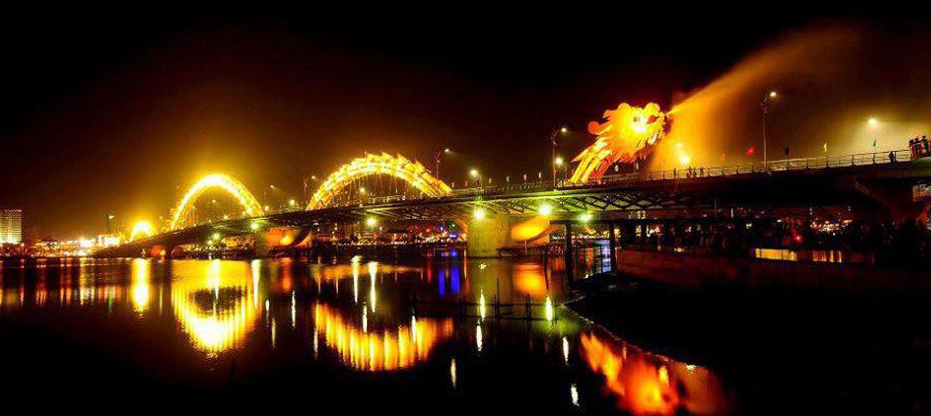 cầu rồng đà nẵng phun nước
