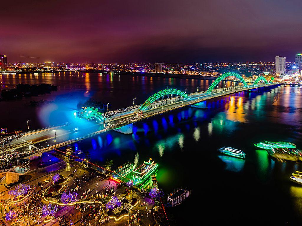 cầu rồng phun nước bảy màu