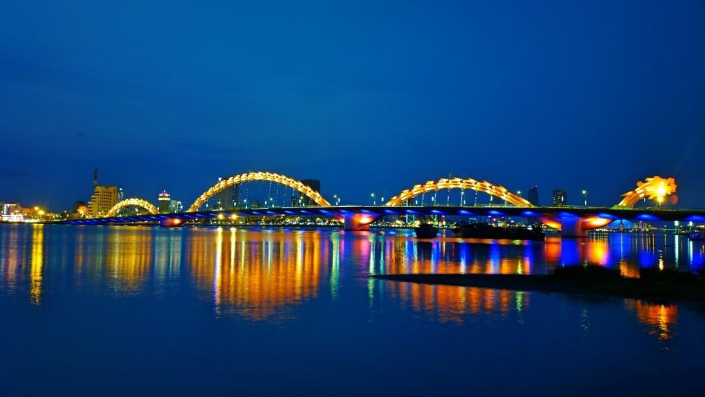 cầu rồng về đêm