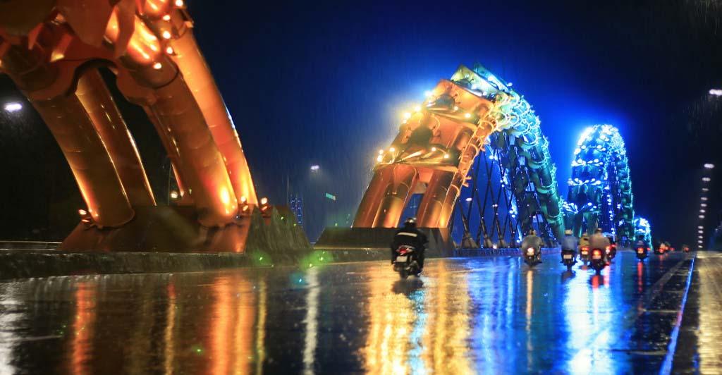 hình ảnh trên cầu Rồng