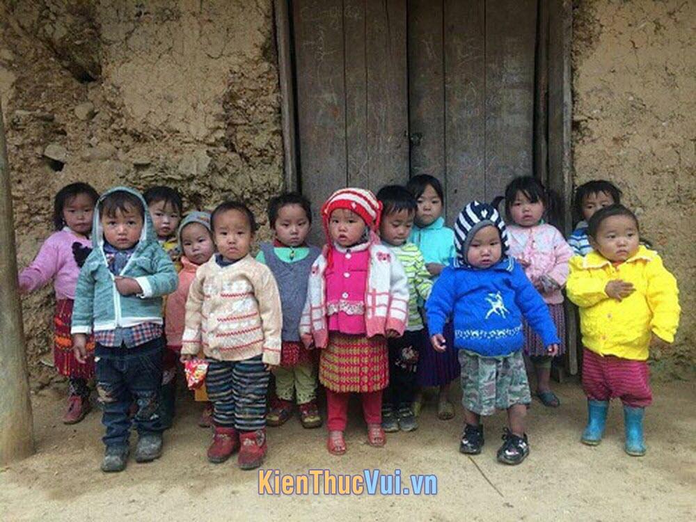Những đứa trẻ vùng cao nghèo đói