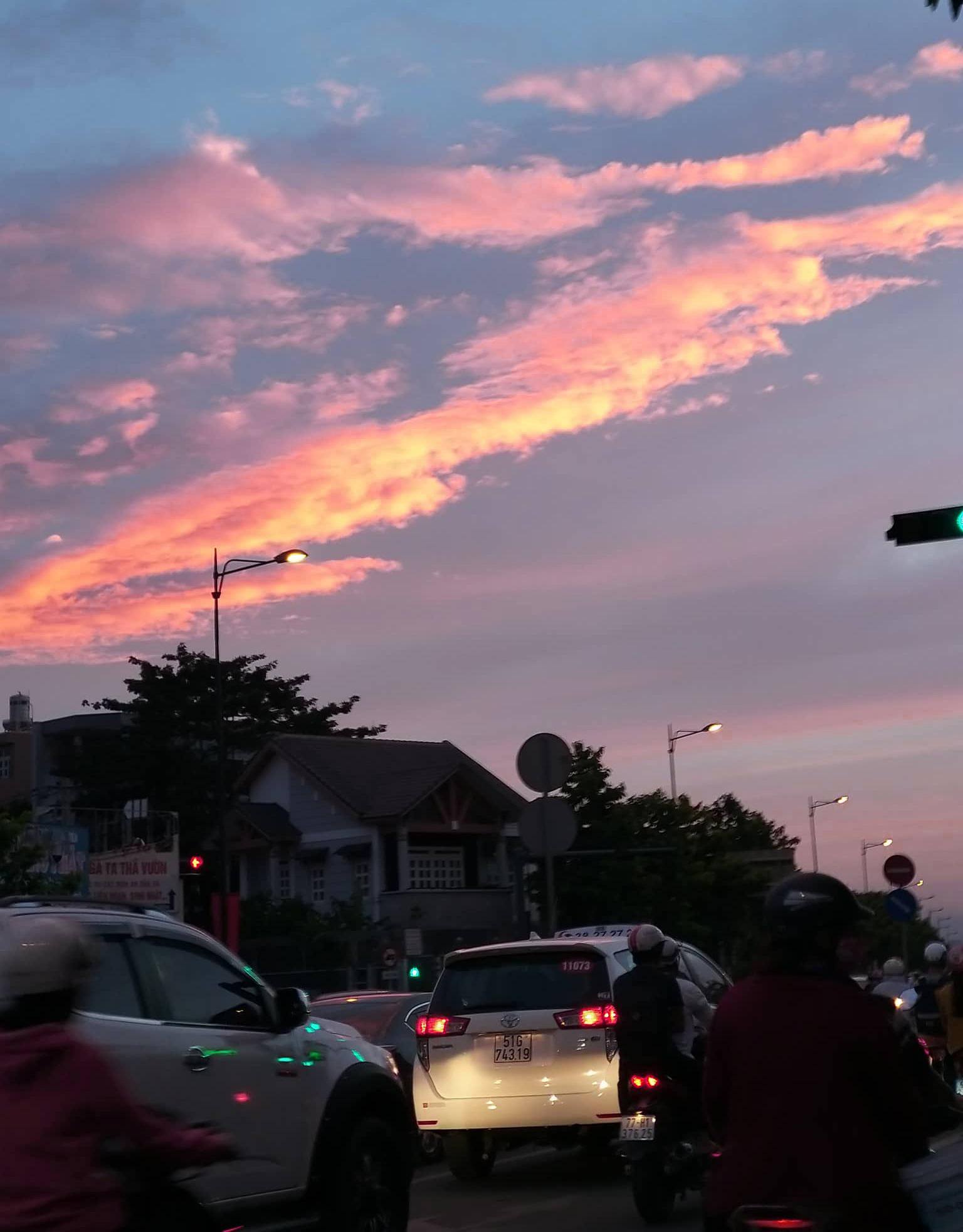 Ảnh bầu trời rất đẹp trên thành phố