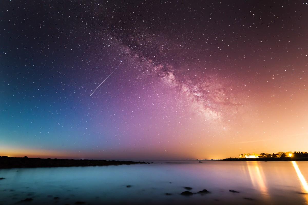 Nền trời rất đẹp với những vì sao