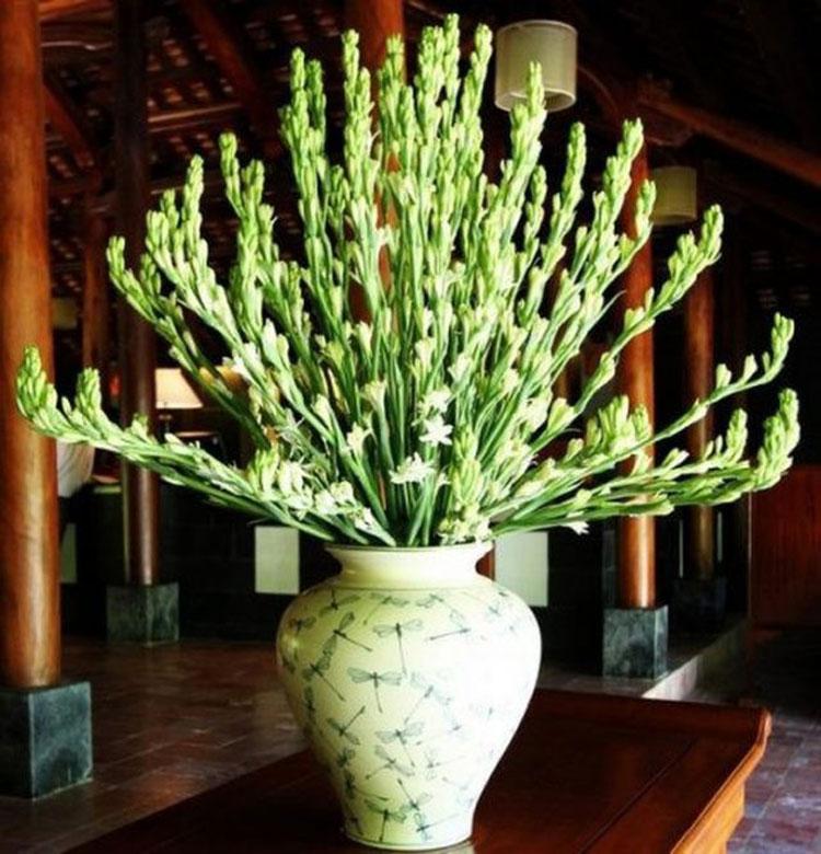 Ảnh cắm hoa bàn thờ bằng hoa huệ đẹp