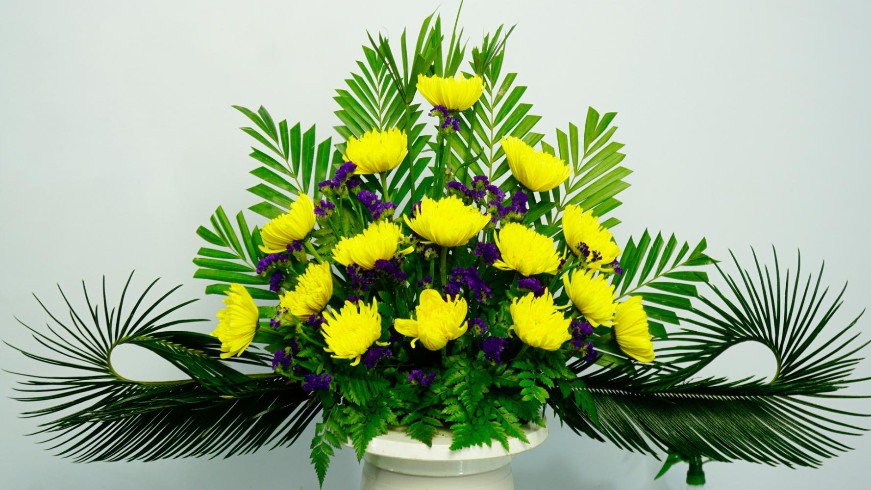 Ảnh cắm hoa bàn thờ đẹp bằng hoa cúc vàng