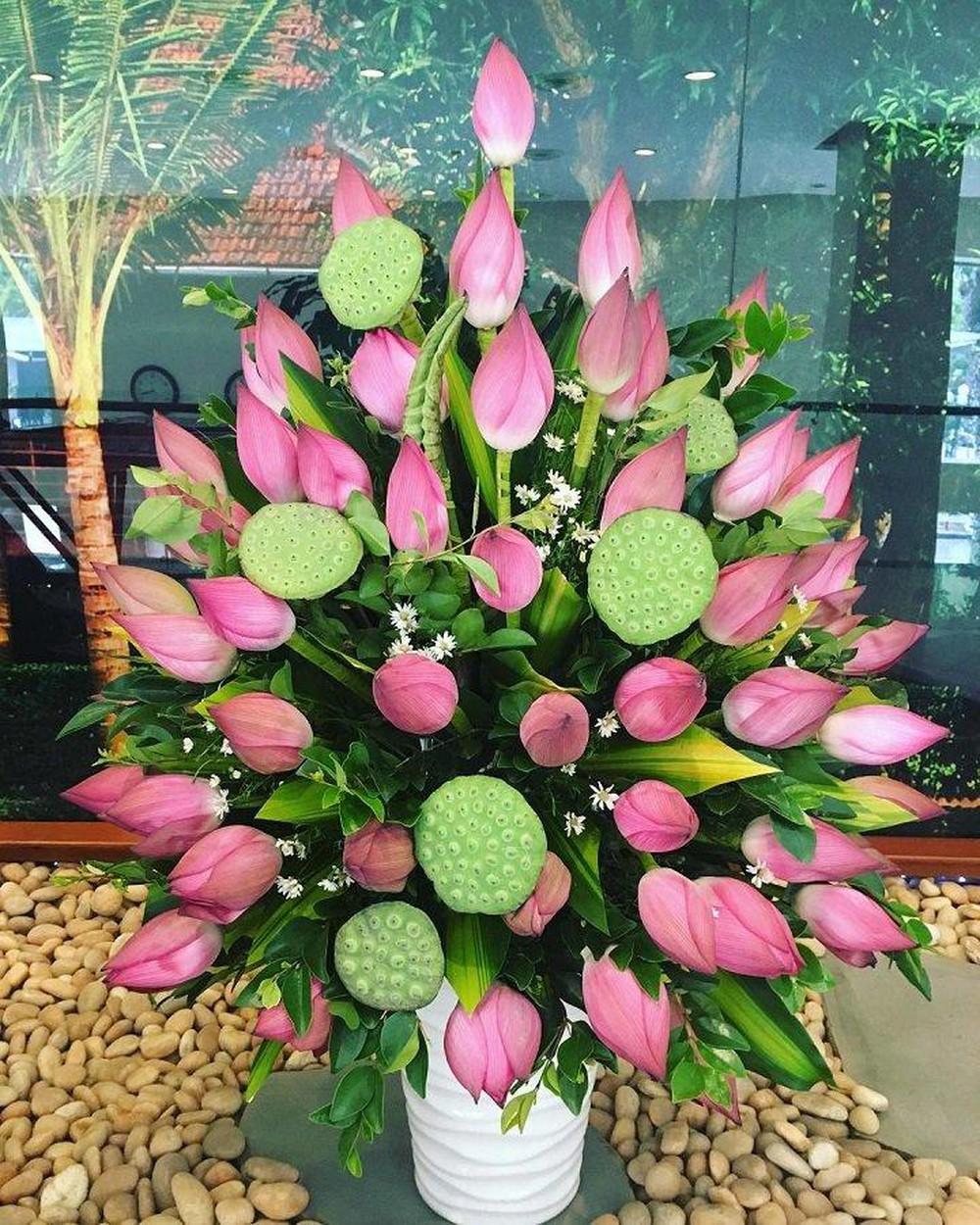Ảnh cắm hoa bàn thờ gia tiên bằng hoa sen đẹp nhất