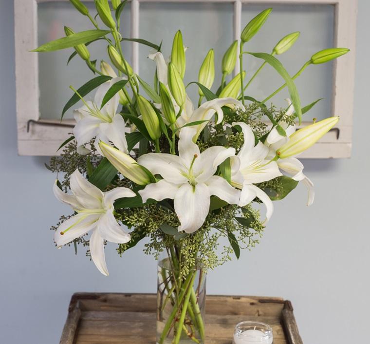 Ảnh cắm hoa bàn thờ ngày Tết đẹp bày mâm cỗ cúng gia tiên
