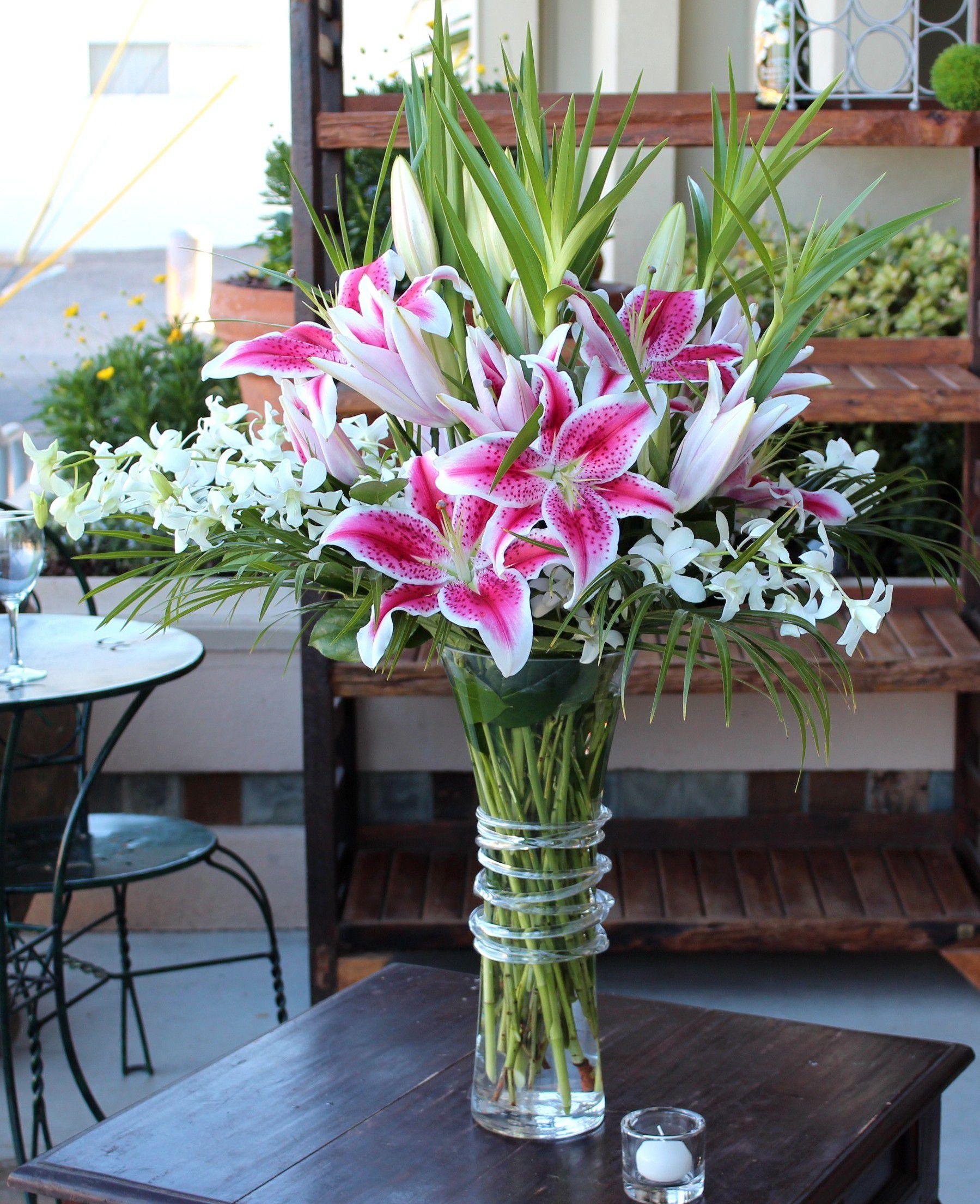Ảnh cắm hoa Ly để bàn thờ gia tiên đẹp nhất