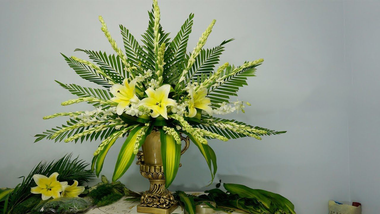 Cắm hoa bàn thờ bằng hoa ly hình ảnh đẹp nhất