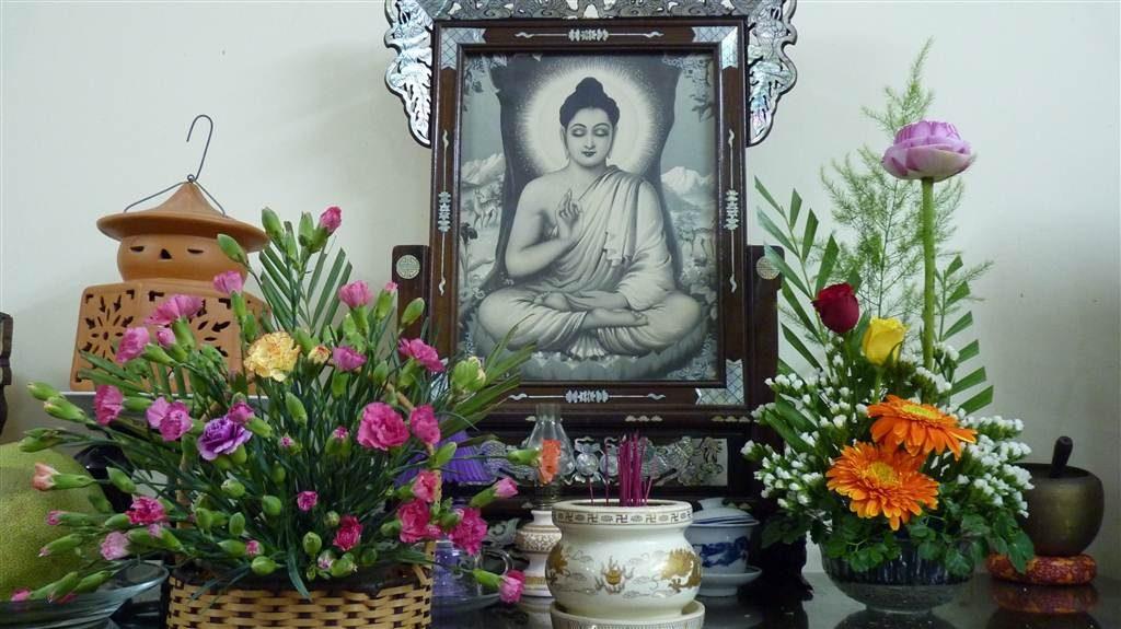 Hình ảnh cách cắm hoa bàn thờ đơn giản mà đẹp nhất