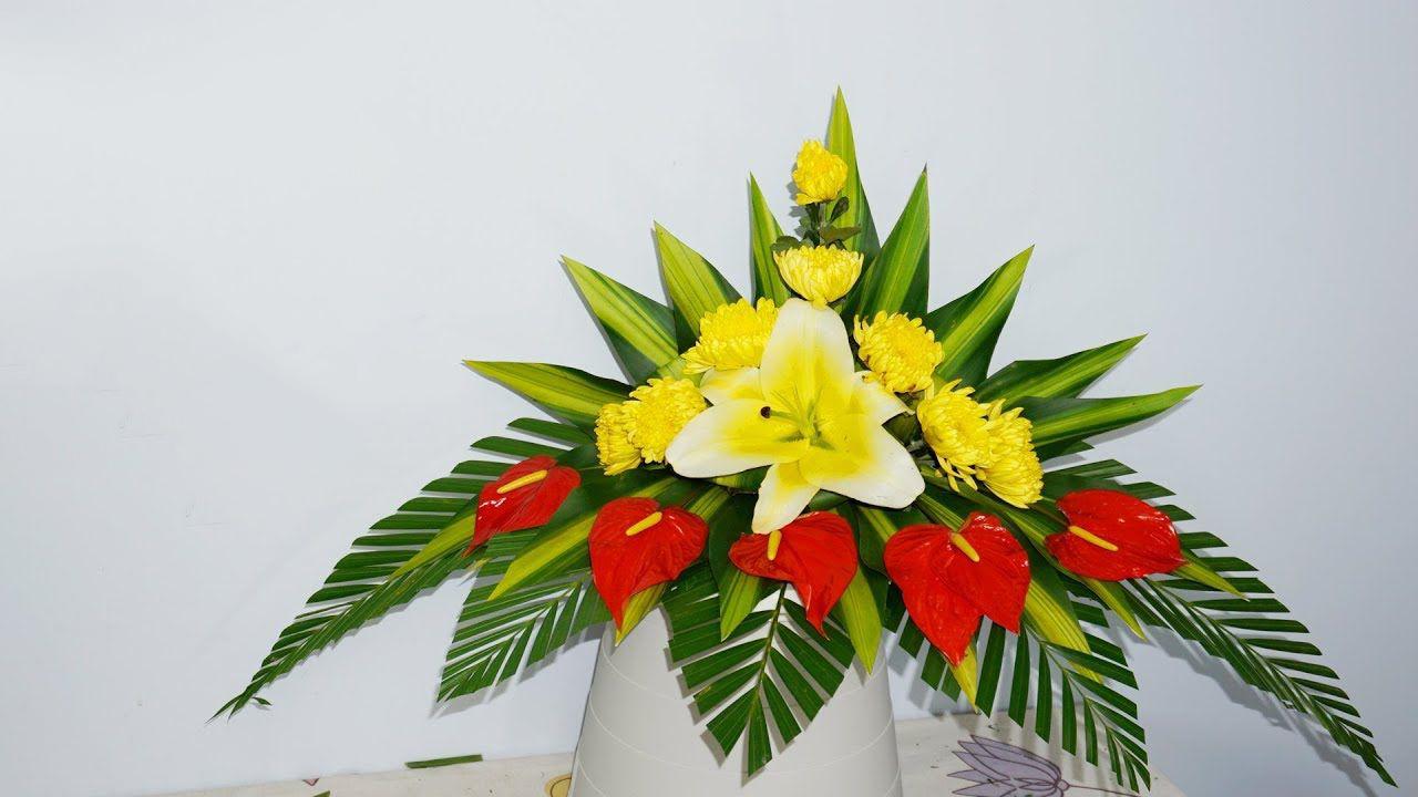 Hình ảnh cắm hoa bàn thờ bằng hoa ly và hoa cúc đẹp nhất