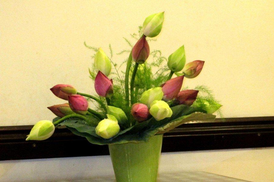 Hình ảnh cắm hoa bàn thờ bằng hoa sen đẹp