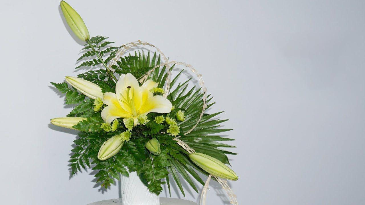 Hình ảnh cắm hoa bàn thờ đẹp bằng hoa Ly