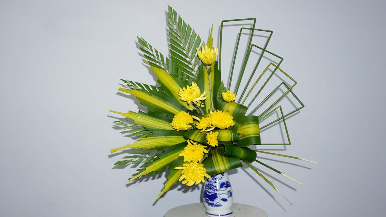 Hình ảnh cắm hoa bàn thờ đẹp và đơn giản
