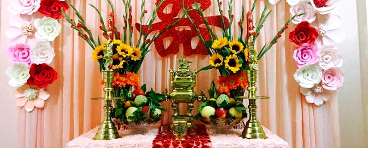 Hình ảnh cắm hoa bàn thờ gia tiên ngày cưới đẹp