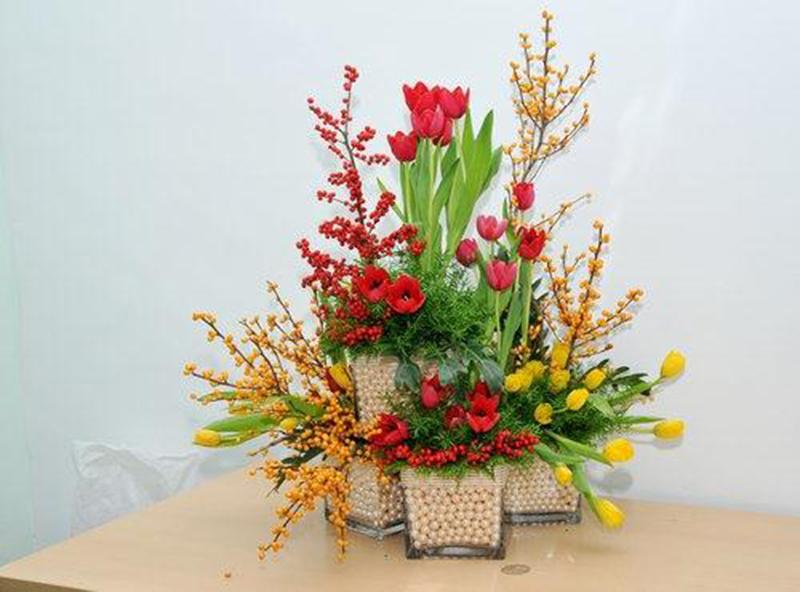 Hình ảnh cắm hoa để bàn thờ vừa đẹp và sang trọng
