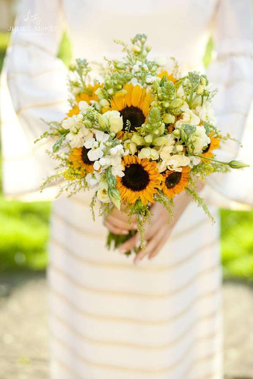 Mẫu cắm hoa Hướng Dương cầm tay cho lễ cưới đẹp nhất