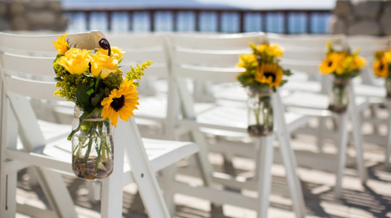 Mẫu cắm hoa hướng dương đơn giản và đẹp trang trí nhà ngày cưới