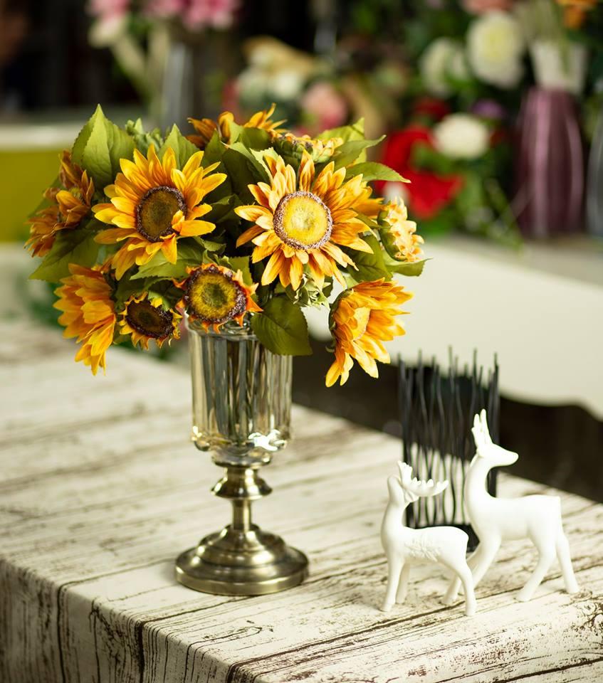 Mẫu cắm hoa hướng dương lịch sự và sang trọng