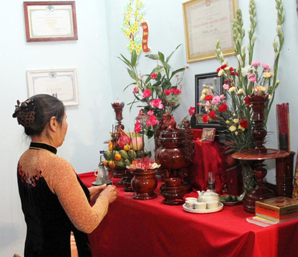 Những hình ảnh cắm hoa bàn thờ đẹp nhất