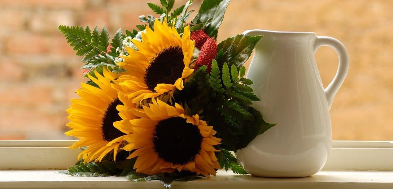 Những mẫu cắm hoa hướng dương đẹp cho lễ tốt nghiệp, sinh nhật, hội nghị