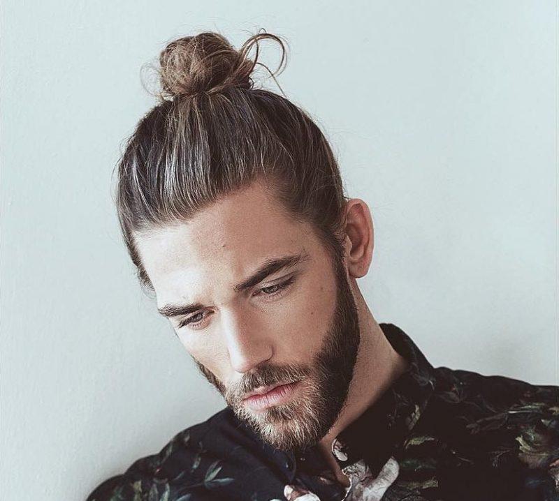 Tóc búi tỏi dành cho nam mặt dài