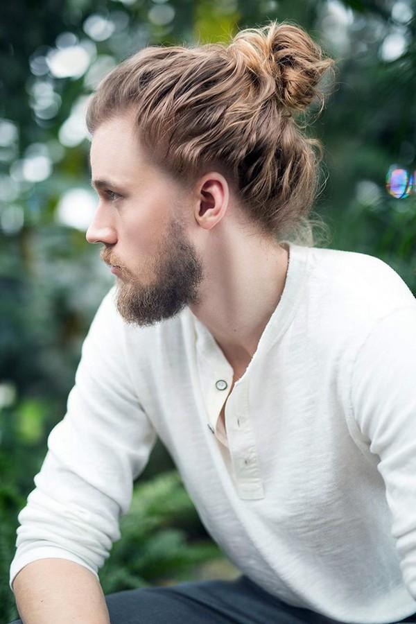 Tóc nam dài làm xoăn buộc cao