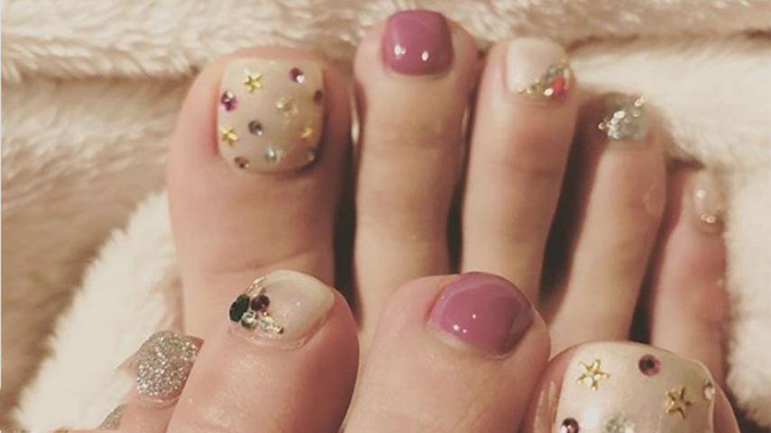 Hình ảnh mẫu nail đính đá móng chân tinh tế đẹp nhất