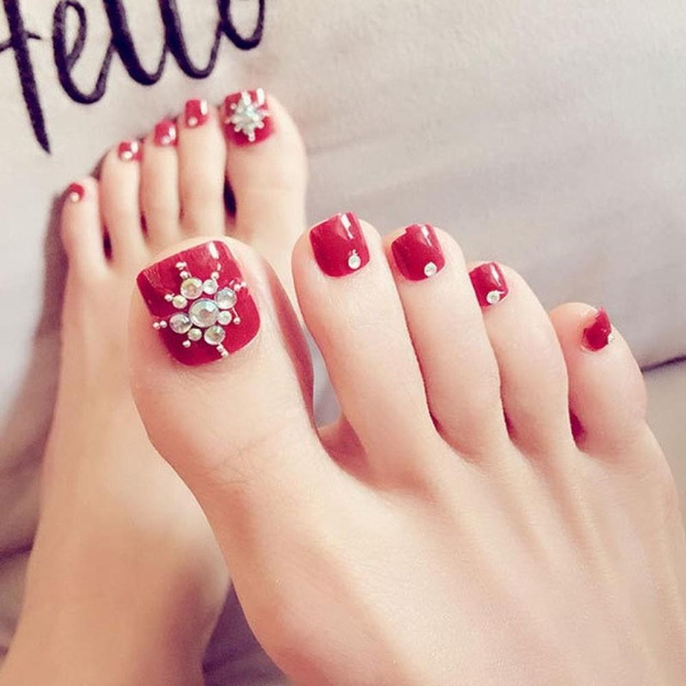 Mẫu móng chân đính đá đẹp