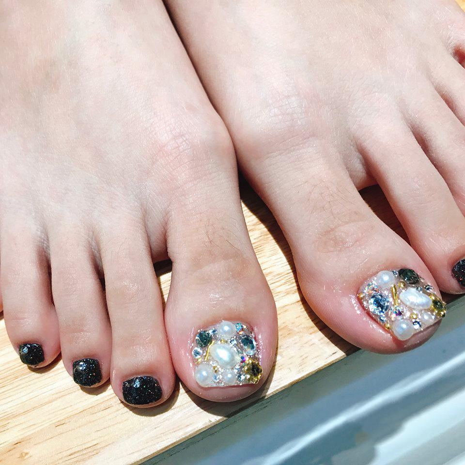Mẫu móng chân đính đá xinh xắn đẹp nhất