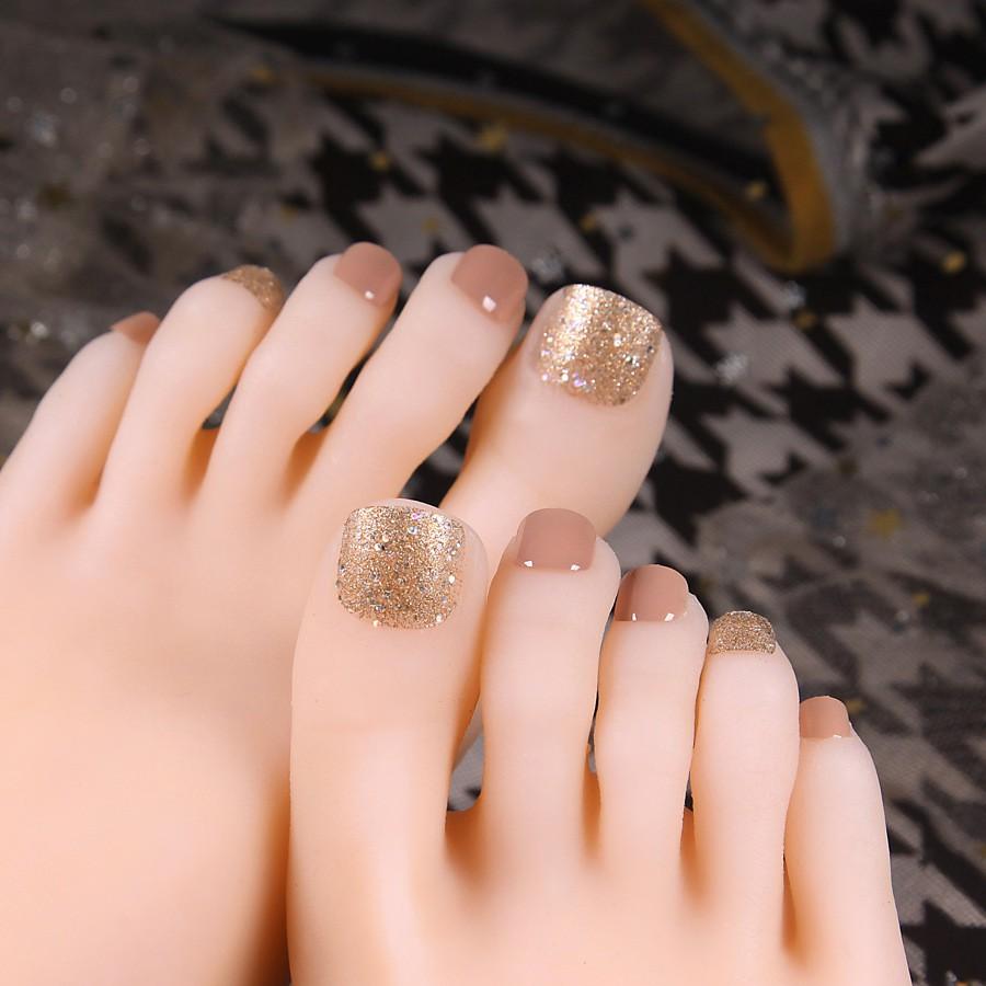 Mẫu móng chân giả nude nhũ vàng đẹp nhất